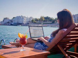 Дистанційна робота в інтернеті: як працювати вдома